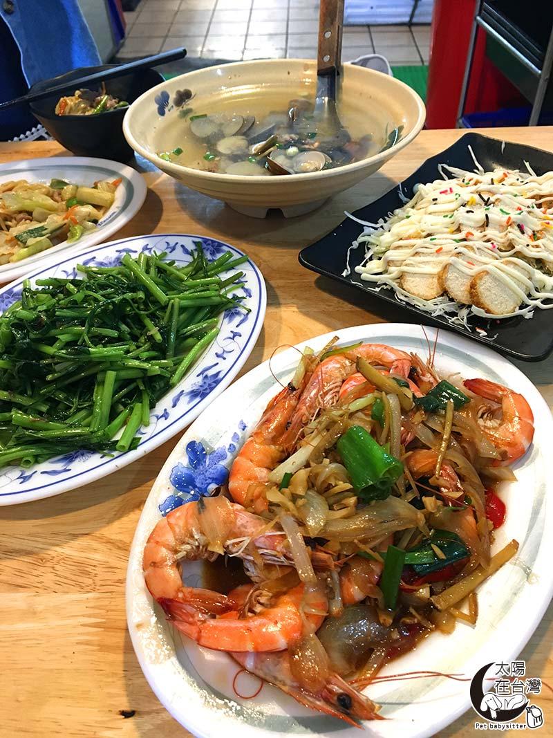 富崗漁港魚巿-綠島寵物旅遊-太陽在台灣