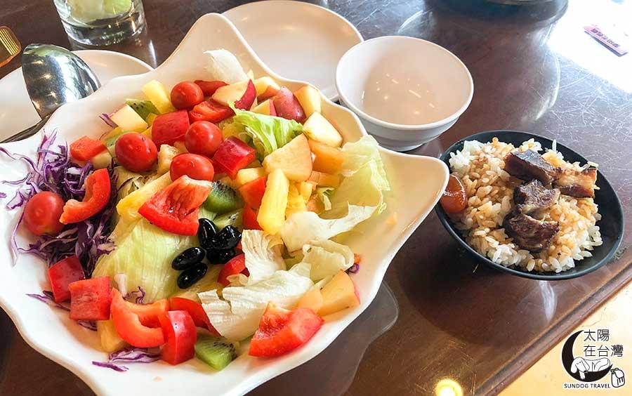 老媽媽桶仔雞-水果沙拉-豬油拌飯-太陽在台灣