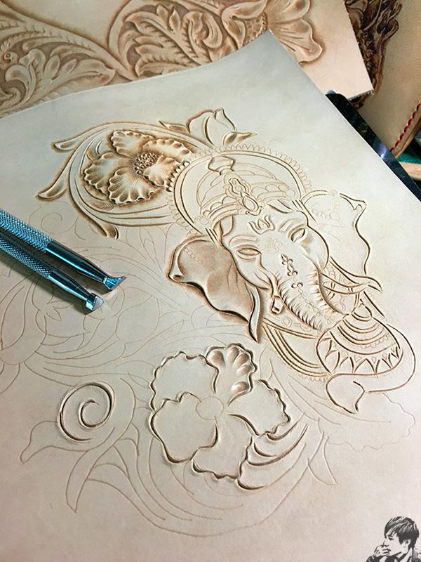 象神唐草皮雕